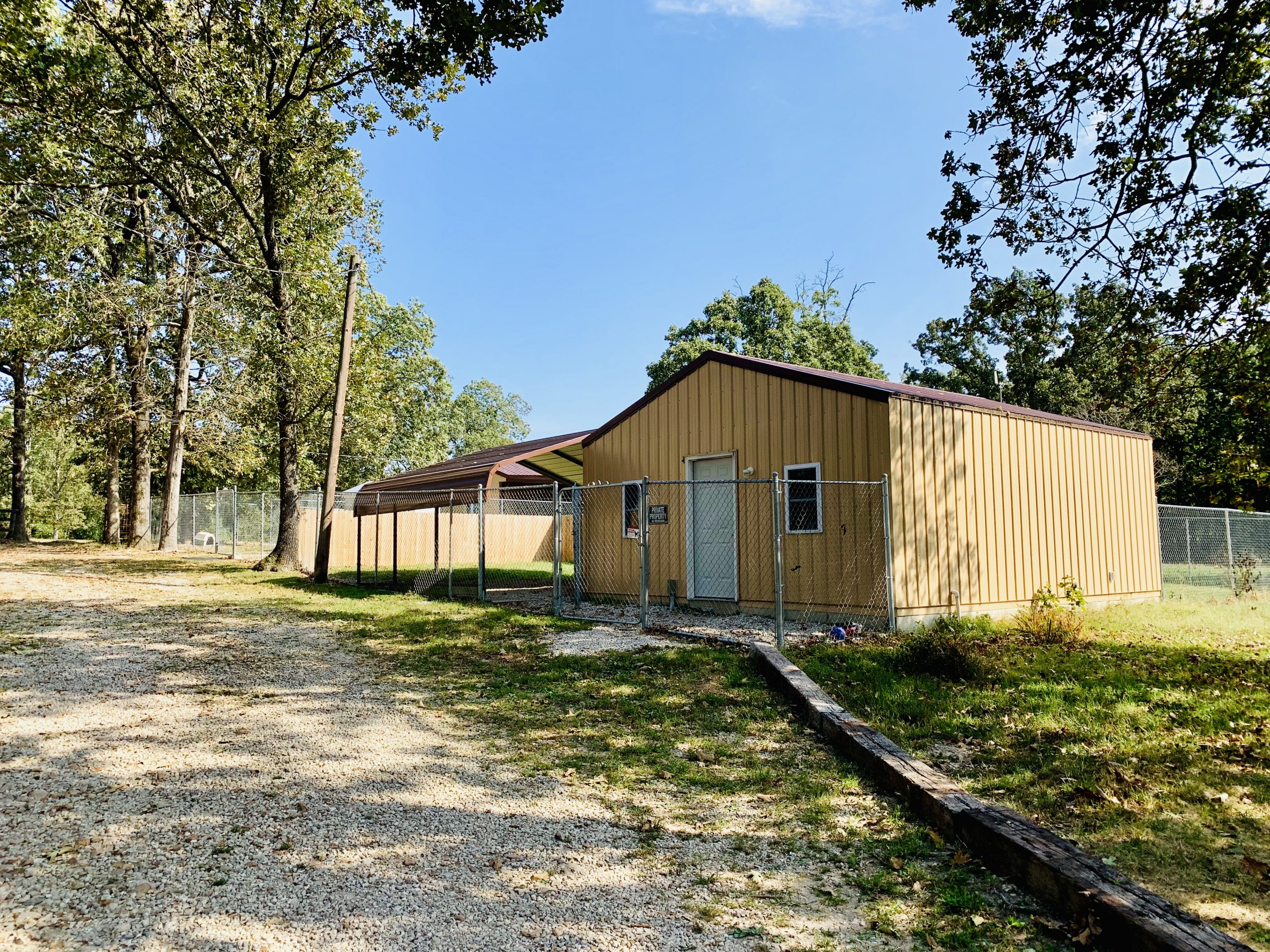 A view of Kelley's dog grooming and boarding building